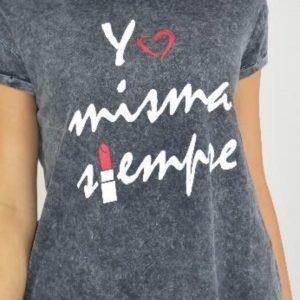 Camiseta gris con frase de la marca PURA VIDA.